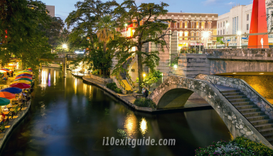 San Antonio Riverwalk | RoadGuides.com